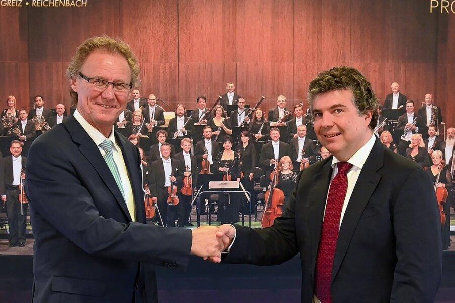 Intendant Stefan Fraas (l.) und Chefdirigent Dorian Keilhack freuen sich die neue Konzertsaison.