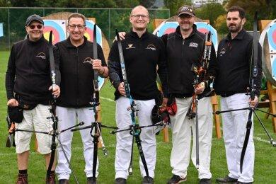Das erfolgreiche Team des Bogensportvereins Plauen bei den Deutschen Meisterschaften in Jena: von links Sven Teßmer, Rainer Künzel, Florian Künzel, Mario Gloeden und Rico Oertel.