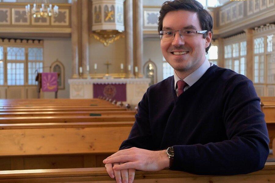 Am 1. März beginnt Matthias Müller seine Arbeit als Pfarrer in der Stollberger Jakobikirchgemeinde. Seine ersten Pfarrstelle ist für den 29-Jährigen eine besondere Herausforderung, denn damit verbunden ist auch die Aufgabe des Pfarramtsleiters im Schwesternkirchverhältnis, zu dem neben Stollberg die Gemeinden Oelsnitz, Beutha/Neuwürschnitz, Lugau/Niederwürschnitz, Erlbach-Kirchberg/Ursprung und Leukersdorf gehören.