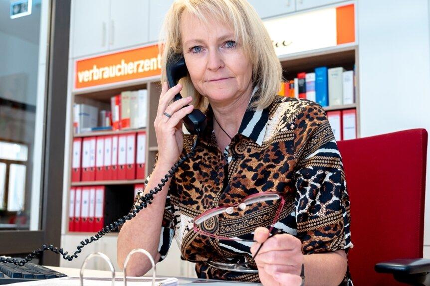 Heike Teubner, die Leiterin der Verbraucher-Beratungsstelle in Auerbach, warnt die Vogtländer vor Anrufen angeblicher Kripo-Beamter.