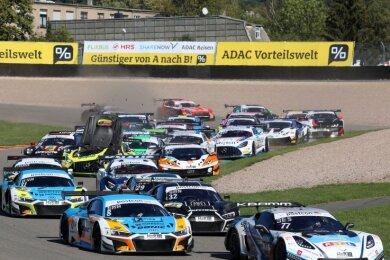 Im Starterfeld der ADAC-GT-Masters liefern sich Autos mit mehr als 500 PS unter der Haube ein hartes Rennen.