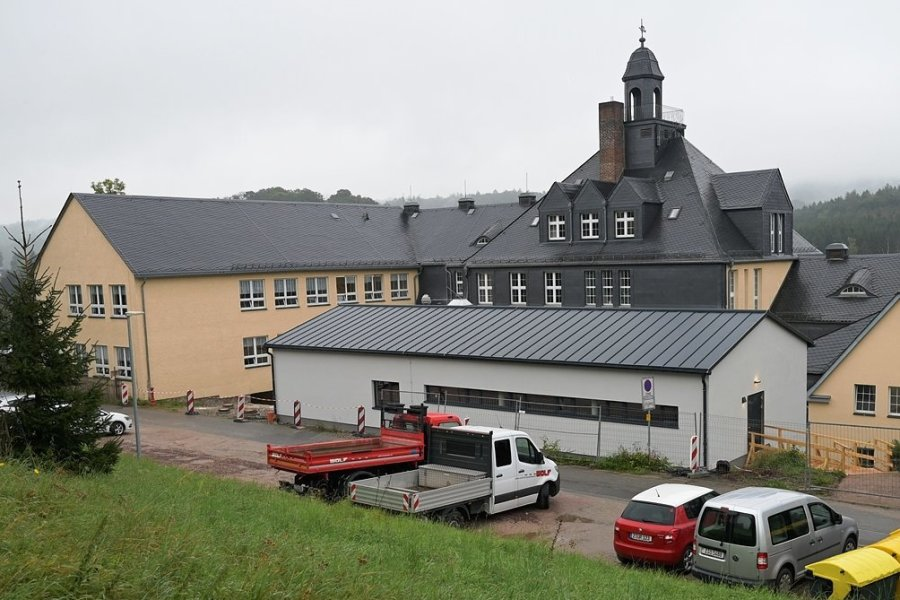 Jetzt wird eingeräumt: Hartensteiner Mensa-Neubau geht am Montag in Betrieb