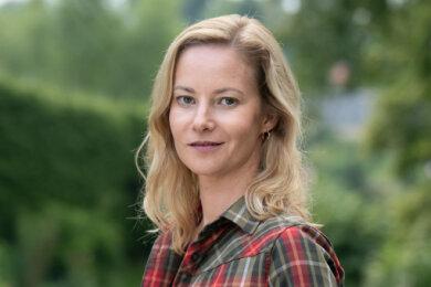 """Teresa Weißbach ist im Erzgebirge aufgewachsen und spielt im neuen Erzgebirgskrimi """"Sterben statt erben"""", der in Hartenstein und Umgebung gedreht wurde, die Försterin Saskia Bergelt."""