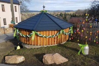 Dieses zurzeit geschmückte Wasserhaus steht heute noch in der Frauensteiner Wassergasse.