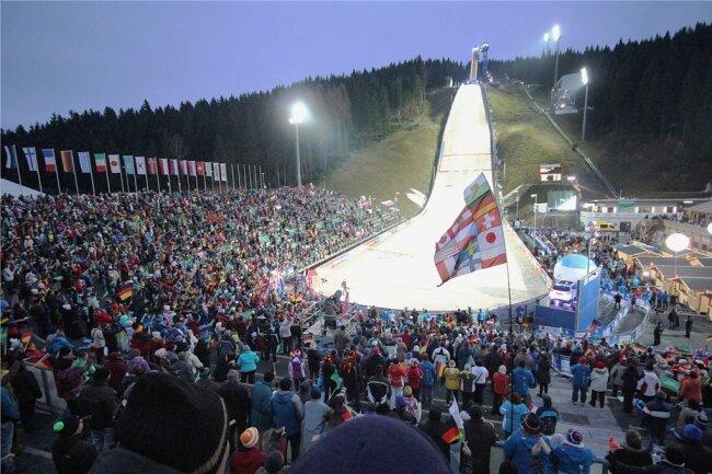 Gut gefüllte Zuschauerreihen wie in den vergangenen Jahren - die wird es an diesem Weltcup-Wochenende in Klingenthal nicht geben.