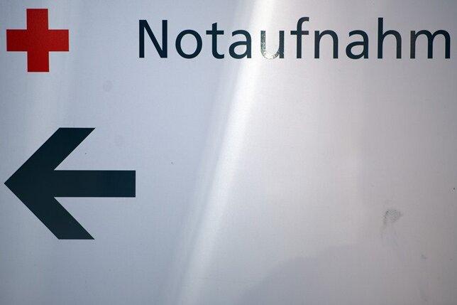 Hubschraubereinsatz: VW erfasst bei Überholmanöver Radfahrer