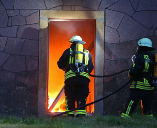 In einem Wohnhaus an der Immanuel-Kant-Straße brach am Freitagmorgen ein Feuer aus.