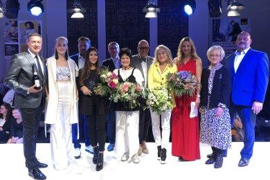 Das Siegerfoto mit Gewinnerin Maria Salomé Buitrago (4. v. l.).