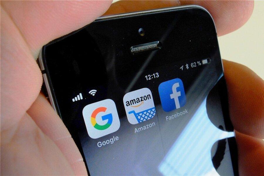 Google, Amazon, Facebook und Apple - vor allem gegen die Marktmacht dieser Internet-Giganten richtet sich das neue Digitalpaket der EU-Kommission.