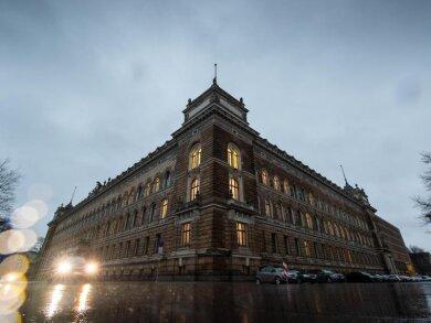 Blick auf das Landgericht Dresden am Morgen vor Prozessbeginn.