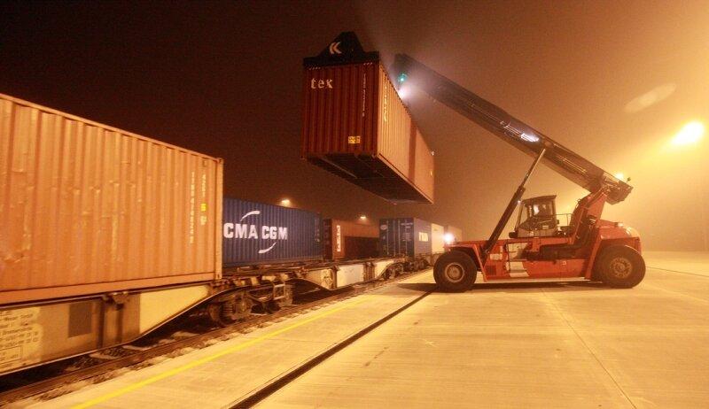 Zwischen 1 und 2.30 Uhr wurden die ersten Container mit Waren aller Art am neuen Güterbahnhof entladen.