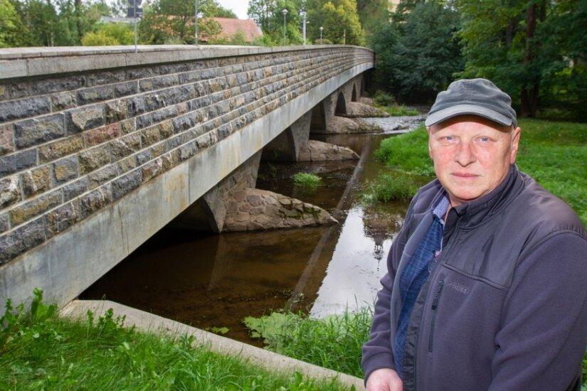 Matthias Roth in Kürbitz muss wohl mit den Gegebenheiten leben. Bei ihm drückt das erhöhte Grundwasser von unten in den Keller. Wenn er rechtzeitig gewarnt werde, sagt er, könne er reagieren.