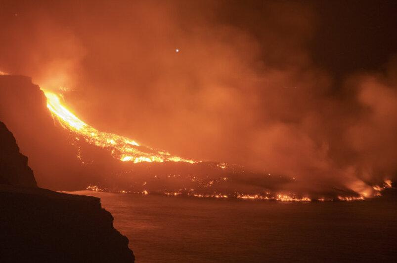 Lava aus dem Vulkan auf der Kanarischen Insel La Palma erreicht das Meer. Das Naturereignis ist derzeit weltweit medial ein Thema. Doch auch in der Region schlummern Vulkane.