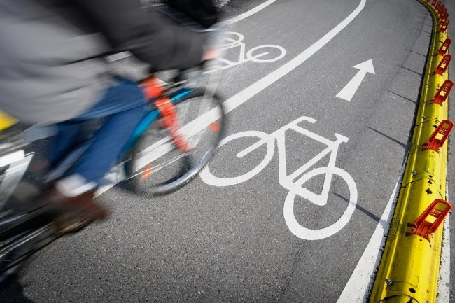 Radwege sind in der Zwickauer Innenstadt zu dünn gesät - jährliche Umfragen zeigen das immer wieder. Nun wollen Studierende der Westsächsischen Hochschule überlegen, wie es besser gehen kann.