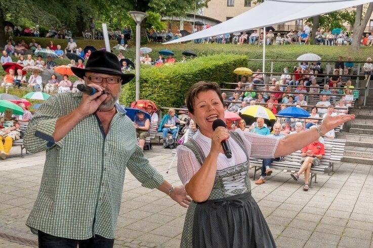 Tino Wagner und Petra Hinkel beschließen die diesjährige Konzertsaison im Kurpark Warmbad.