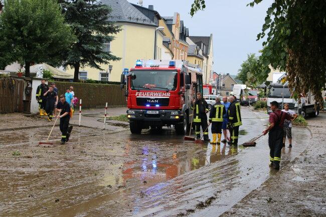 Von Hochwasser betroffen war am Samstagnachmittag auch die Paul-Scharf-Straße in Pausa.