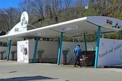 Eine ähnliche SB-Waschanlage, nur von einem anderen Betreiber, gibt es bereits seit einigen Jahren in Werdau an der Uferstraße. Foto: Thomas Michel