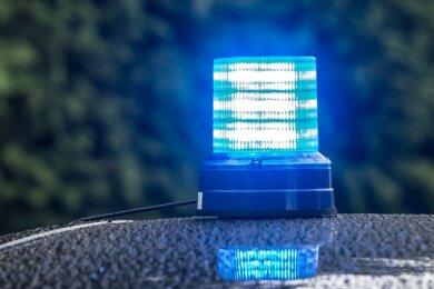 Die Polizei sucht Zeugen zu einer mutmaßlichen Auseinandersetzung zwischen einem Fußgänger und einem Busfahrer in Zwickau.