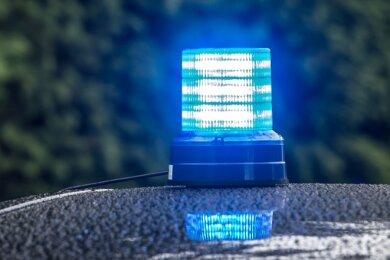 Eine 80-Jährige auf einem E-Bike hat sich bei einem Unfall auf der Holbeinstraße in Plauen schwer verletzt.