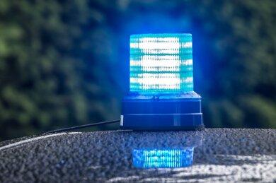 Auf der Bahnhofstraße in Plauen haben Polizeibeamte am Samstagabend einen jungen Mann festgenommen, der zuvor randaliert hatte.
