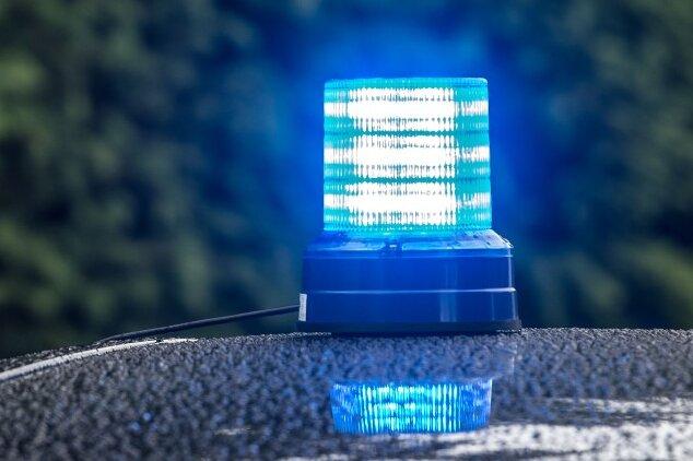 Aus dem Seniorenpflegeheim Haus Sonnenhof der Arbeiterwohlfahrt (Awo) an der Plauener Kastanienstraße haben unbekannte Täter Armaturen und einen Fernseher gestohlen.