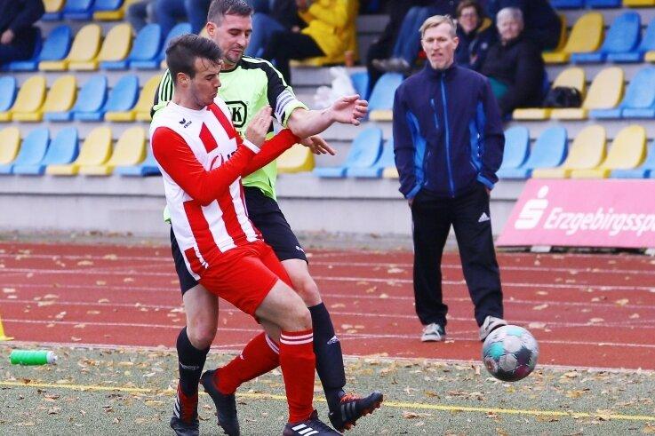 Manuel Thomas vom VfB Annaberg hatte diesmal keine Probleme gegen Simon Smidt und dessen SV Crottendorf.