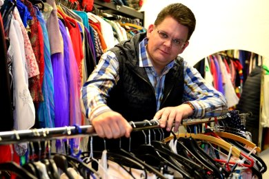 Im Kostümfundus des Vereins in Hainichen ist Miskus-Geschäftsführer Jörn Hänsel auch in diesen Tagen noch oftanzutreffen. Er plant schon für die Saison 2021, doch noch stehen wichtige Entscheidungen für das Finanzbudget des kommenden Jahres aus.