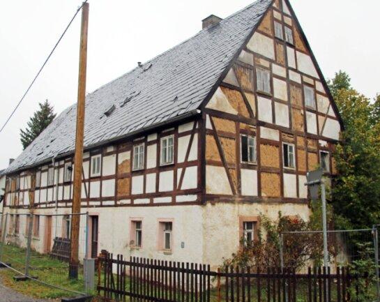 Das alte Fachwerkhaus an der Muldaer Hauptstraße wird zu einem symbolischen Preis verkauft. Der neue Besitzer will innerhalb der nächsten zwei Jahre mit der Sanierung beginnen.