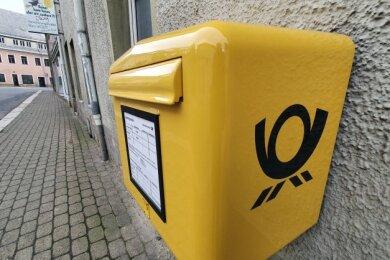 An der Ecke Lange Straße/Ludwig-Würkert-Straße hängt wieder ein Briefkasten.
