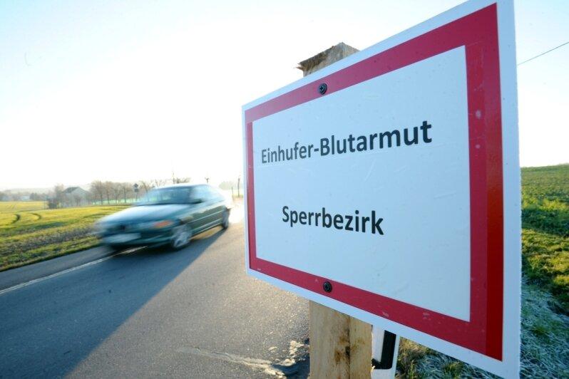 Einen Kilometer rund um den von der ansteckenden Blutarmut betroffenen Tierbestand im Oberdorf von Neukirchen wurde ein Seuchen-Sperrbezirk eingerichtet.