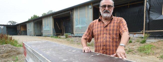 Frank Petermann ist seit 2015 ehrenamtlicher Bürgermeister der Gemeinde Mühlau mit rund 2100 Einwohnern. Zum Jahresende will er vorzeitig aufhören, weil es Diskrepanzen mit der Stadtverwaltung Burgstädt und dem Gemeinderat gibt, wie er sagt. Das Foto zeigt ihn vor dem Kita-Bau im Jahr 2017. Das Gebäude ist inzwischen bezogen.