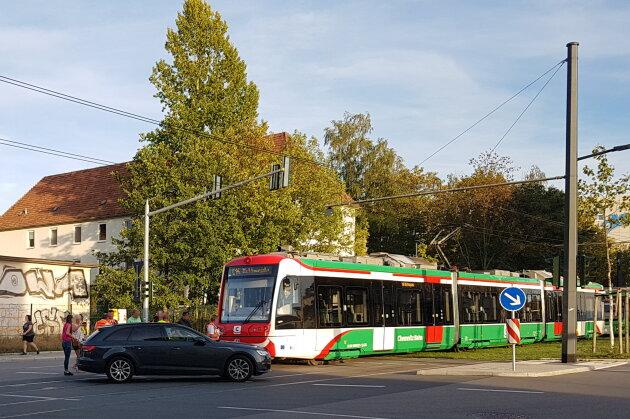 Kollision zwischen Straßenbahn und Audi