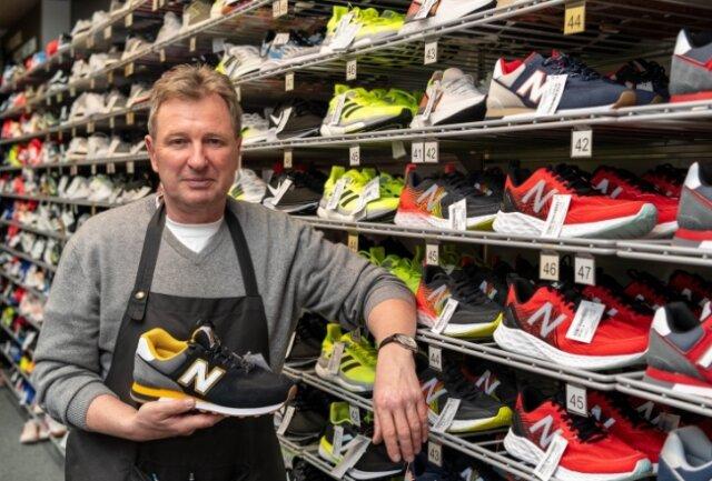 Laufschuhe sind im Lockdown bei Individualsportlern gefragt. Uwe Schneider hofft auf baldige Normalität im Einzelhandel.