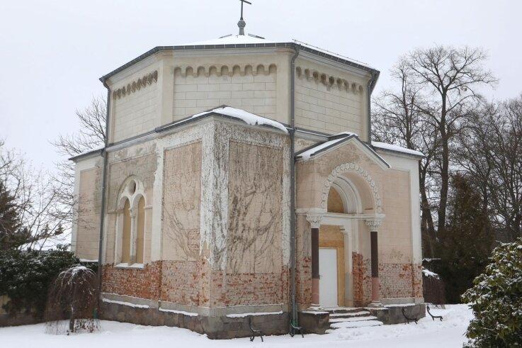 Die 1873 errichtete Kapelle befindet sich im Eingangsbereich. Der Förderkreis konzentriert sich auf die Außensanierung.