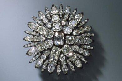Gestohlen: Aigrette für das Haar in Form einer Sonne (Der Diamantschmuck und die Perlen der Königinnen) August Gotthelf Globig, Dresden, 1782-1807, 127 Brillanten, Silber.