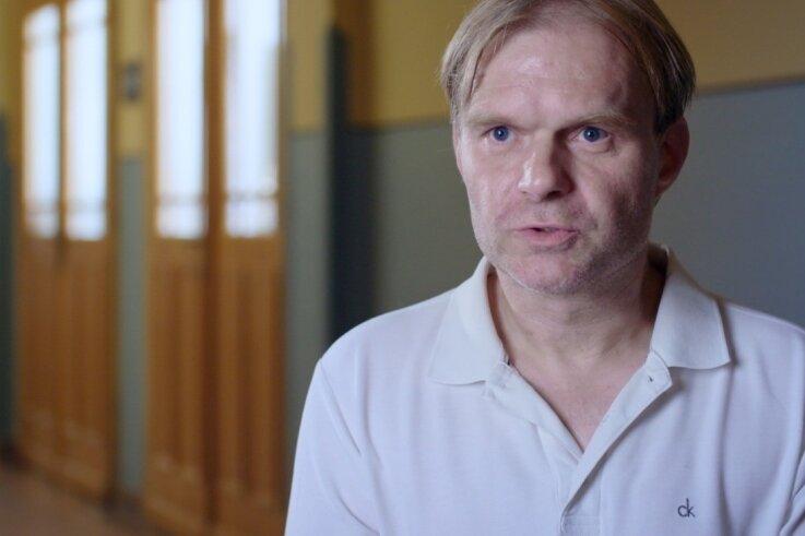 """Marco Lippold war 16 Jahre alt, als die Mauer fiel. Als damaliger Schüler der Erweiterten Oberschule """"Alexander von Humboldt"""" Werdau berichtet er in dem Dokumentarfilm von seinen Erfahrungen."""