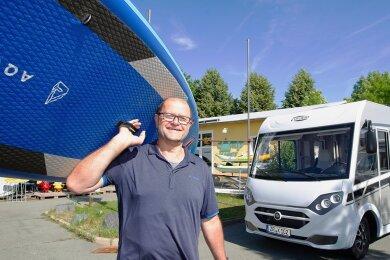 Beim Camp Markt Plauen ist die Nachfrage nach Stand Up Paddelboards zum Teil so groß, dass es Lieferengpässe gibt, sagt Geschäftsführer Hans-Jürgen Schneider. Die meisten Mietfahrzeuge dort sind für die Ferien gebucht.