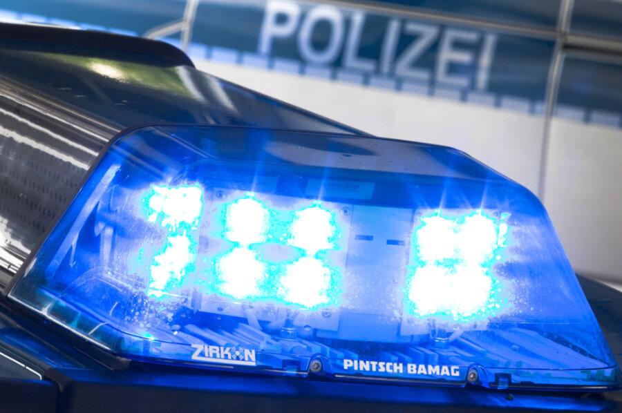 Leiche in verbranntem Auto: Polizei schließt Straftat oder Unfall aus