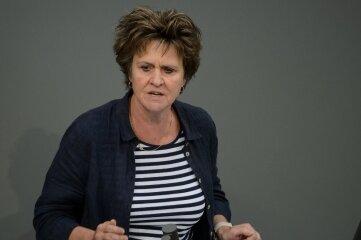 Sabine Zimmermann bei einer Bundestagsdebatte.