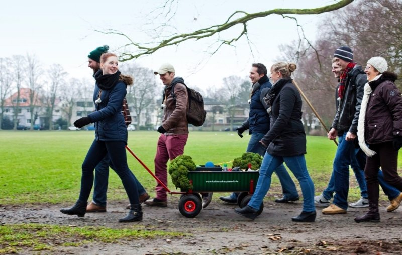 Eine Kohlfahrt, die ist lustig: Wenn die Oldenburger mit dem Bollerwagen losziehen, dürfen Grünkohl und Kömnicht fehlen.