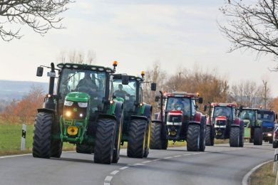 Aufbruch zur Demo in der Landeshauptstadt. Die Landwirte machen Front gegen die neue Düngemittelverordnung.