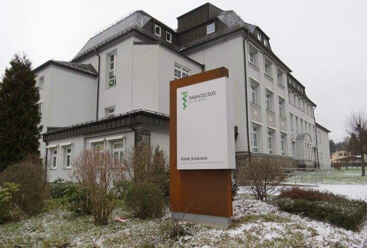 Die Paracelsus-Kliniken sind zahlungsunfähig. Im Bild das Krankenhaus in Schöneck.
