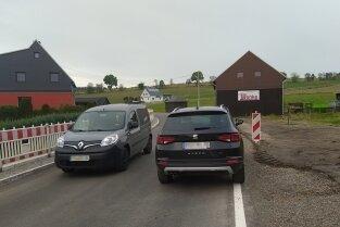 Der Verkehr auf der Kreisstraße rollt wieder.