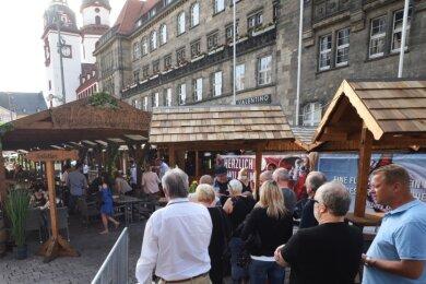 Das am 24. Juli eröffnete und am Sonntagabend beendete 31. Chemnitzer Weindorf war nach Angaben der Veranstalter gut besucht. Besonders an den Abenden zwischen 17 und 23 Uhr seien alle Tische ausgebucht gewesen.