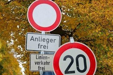 Inzwischen hat die Gemeinde die Straße gesperrt.
