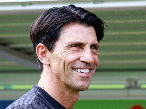 Bruno Hübner verlängert bei der Eintracht bis 2021
