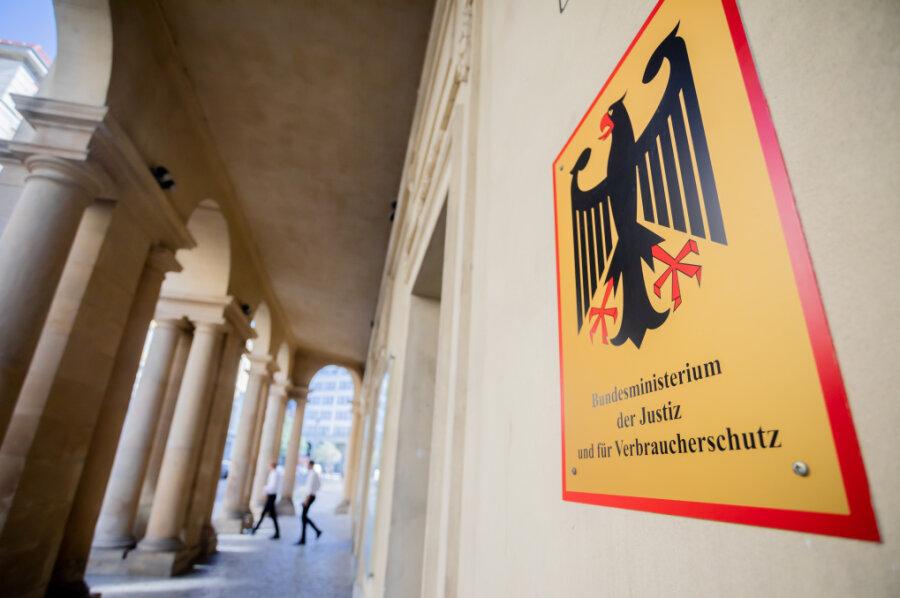 Das Bundesministerium der Justiz und für Verbraucherschutz. Die Staatsanwaltschaft Osnabrück durchsucht seit Donnerstagmorgen das Bundesfinanzministerium und das Bundesjustizministerium in Berlin.