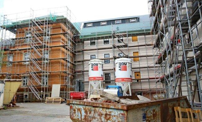 Der Komplex besteht aus drei Gebäuden, die zu verschiedenen Zeiten errichtet wurden.