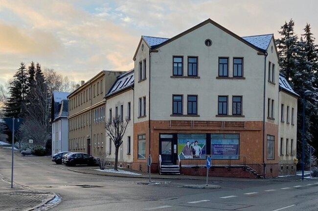 Das frühere Firmengebäude der Eto. Links im Foto ist die Hohndorfer Straße 2 zu sehen.
