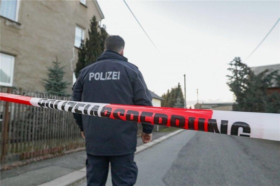 Die Tat ereignete sich Anfang März am Unteren Gutsweg in Limbach-Oberfrohna. Der Beschuldigte muss sich nun vor dem Landgericht Zwickau verantworten.